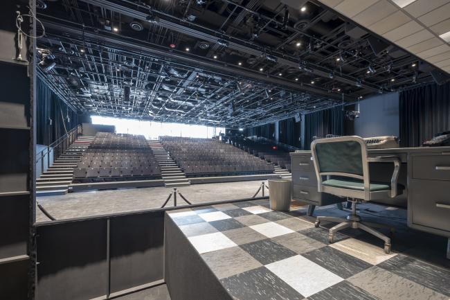 Культурный центр The Shed – здание Bloomberg. Постановка пьесы Norma Jeane Baker of Troy в зале Griffin Theater