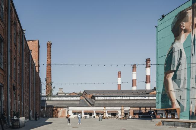 Слева НИИ, справа корпус «Б», прямо катушечный корпус /выставочный зал. Севкабель ПОРТ / проект АБ «Хвоя»