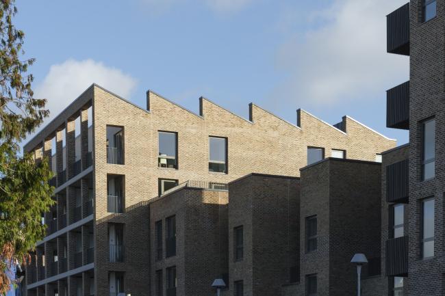 Жилой комплекс Brentford Lock West, вторая очередь, Лондон.  Mæ + White Ink Architects