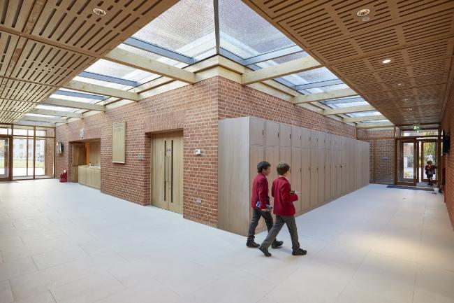 Музыкальная школа Королевского колледжа в Уимблдоне.  Hopkins Architects
