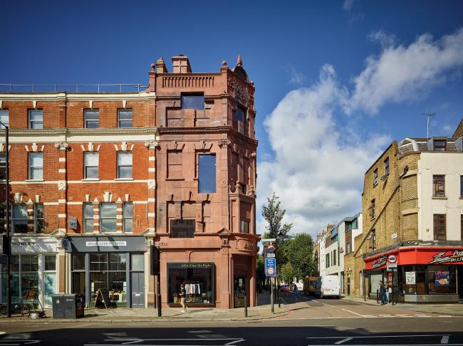 Многоквартирный дом с магазином 168 Upper Street, Лондон. Groupwork