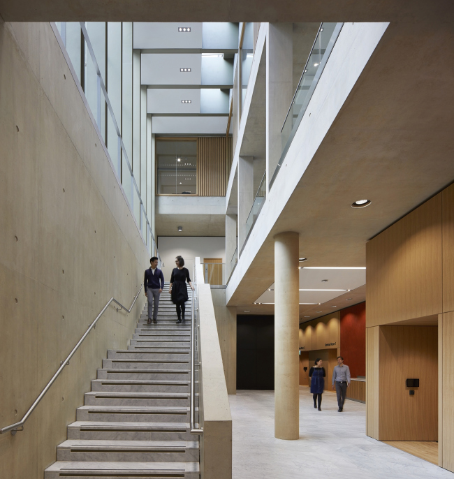 Центр Саймона Сейнсбери Кембриджской бизнес-школы.  Stanton Williams