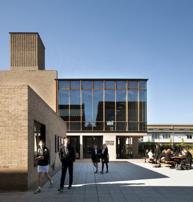 Центр исполнительских искусств Питера Холла, Кембридж.  Haworth Tompkins
