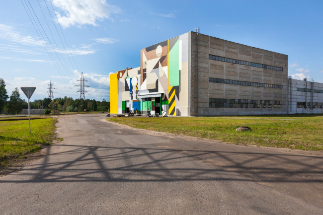 Первый экспонат Индустриального стрит-арт парка. Автор мурала Алексей Лука. Арт-Овраг 2019. Выкса