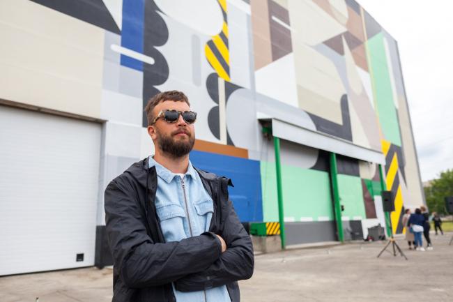 Алексей Лука – автор первого мурала на территории Индустриального стрит-арт парка. Арт-Овраг 2019. Выкса