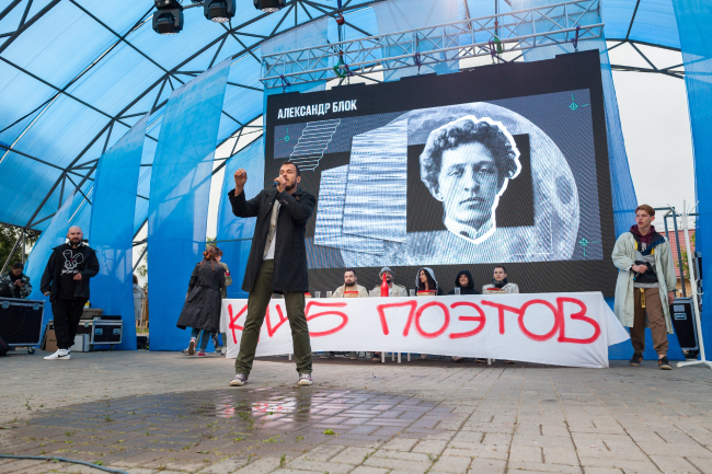 Хип-хоп баттл «Король поэтов» на Площади Металлургов. Арт-Овраг 2019. Выкса