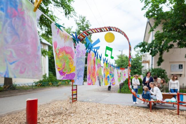Праздник в дворе «Радужный мир» на улице Пирогова, 6. Арт-Овраг 2019. Выкса