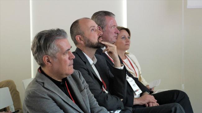 Перо Пульиз и Ян-Виллем Байенсе (de Architecten CIE), Кристиан Хагемайстер и Анастасия Ландграф (компания Hagemeister)