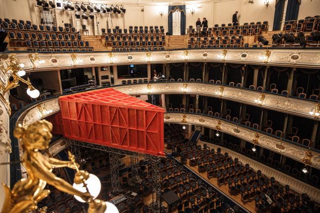 Фанерный театр