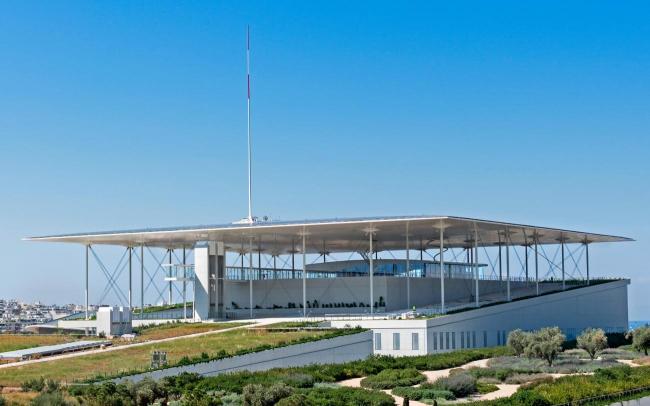 Высшей точкой парка  является большая терраса на крыше с лестницей, под которой находится Национальная опера