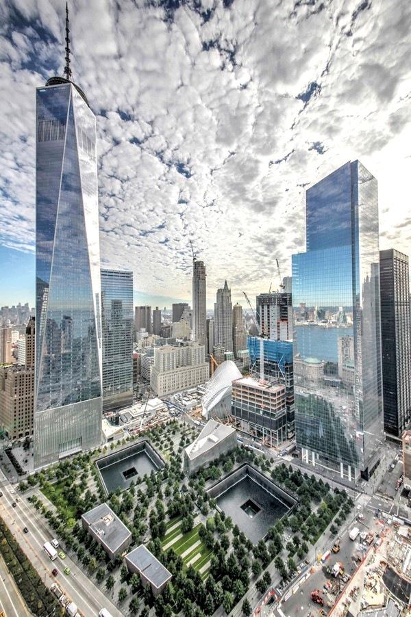 Комплекс нового Всемирного торгового центра. В центре – мемориал и музей 11 сентября. Архитекторы Майкл Арад (Handel Architects), Питер Уокер (PWP Landscape Architecture)