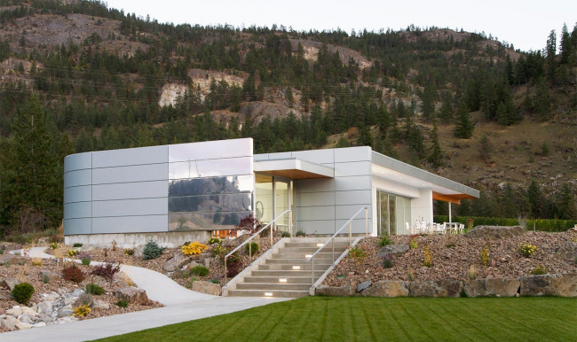 Painted Rock Estate Winery Tasting Room. Architect: Fallowfield Design + Development; Robert Mackenzie Architect Inc