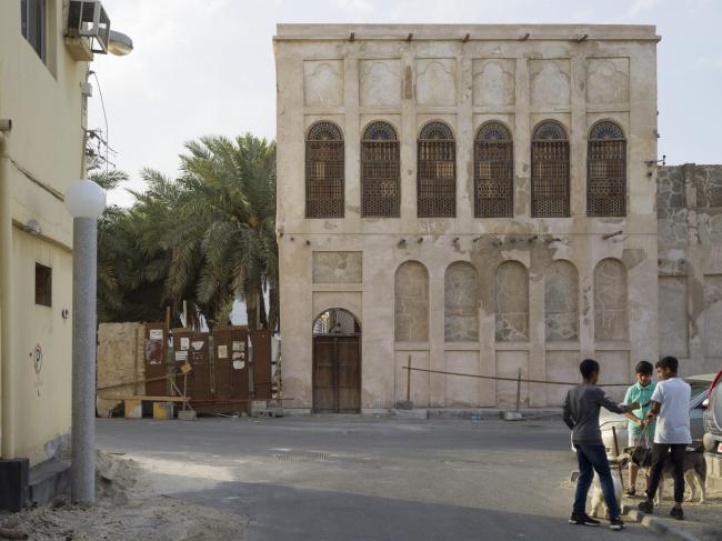 Возрождение Мухаррака. Обновленный фасад дома Фахро