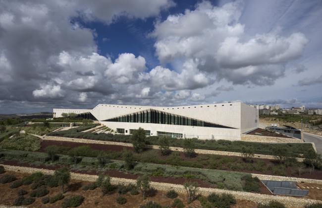 Палестинский музей. музей интегрирован в окружающий ландшафт