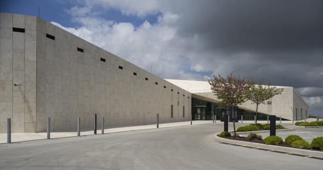 Палестинский музей. Снаружи сооружение обшито палестинским известняком