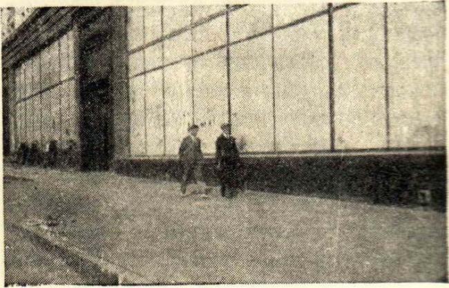 Новый тротуар на улице Горького. 1938