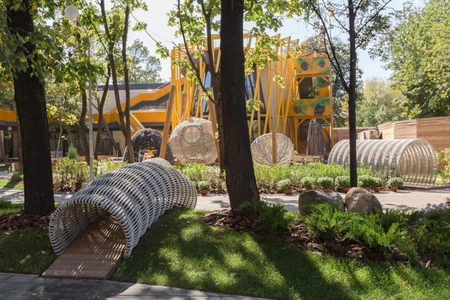Детская зона московского зоопарка