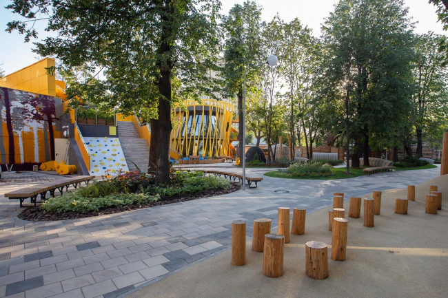 The children′s zone of the Moscow Zoo