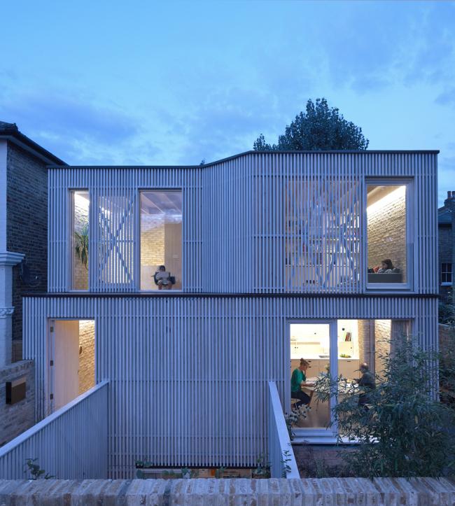 Дом Pocket House в Лондоне получил дополнительную, поощрительную премию Стивена Лоуренса. Архитекторы Tikari Works