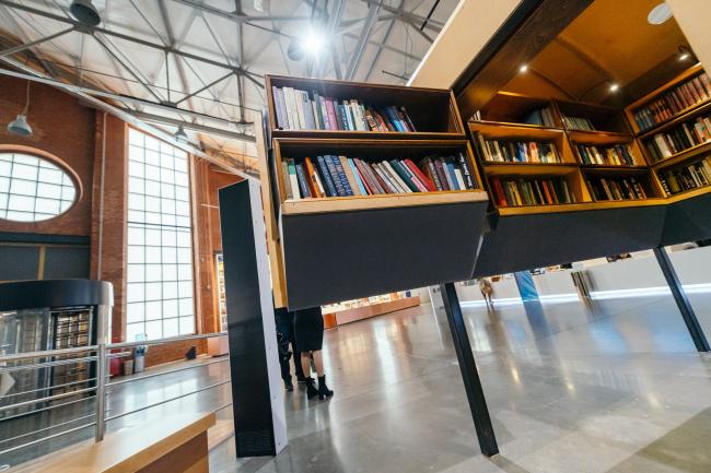 Невавилонская библиотека, инсталляция Анны Наринской и Александра Бродского