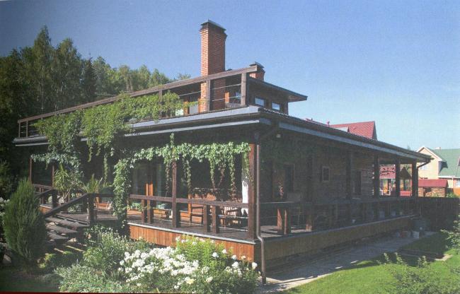 Дом площадью 120 кв.м. с террасой площадью 110 кв.м. по периметру. Архитектор: Дмитрий Долгой