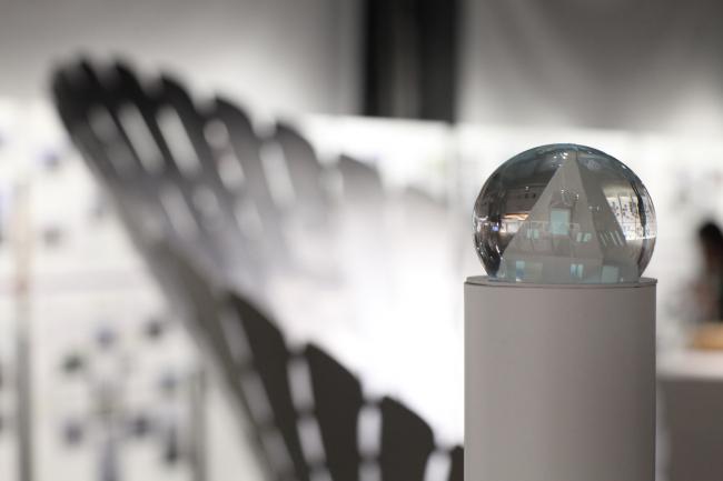 Архитектурное бюро «ХВОЯ». «Первый Снег». Выставка «Российская архитектура. Новейшая эра. Петербургская версия» в центре ArtPlay