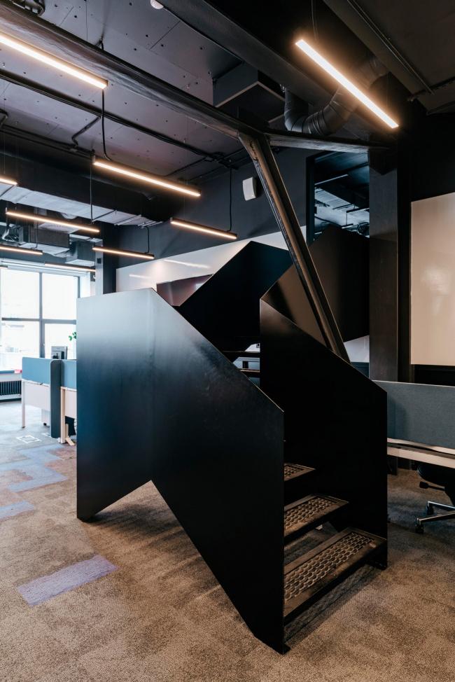 Лестница на второй уровень. Офис Inspiritum