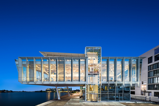 Офис компании Amvest. Общий вид здания, авторы проекта – Rietveld Architects