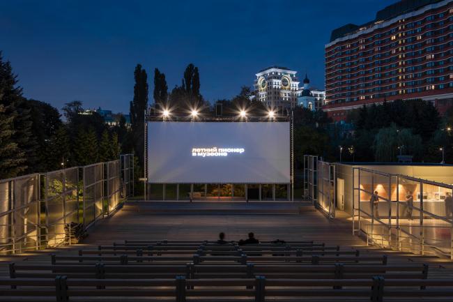 Зрительские ряды. Летний кинотеатр в парке искусств «Музеон»