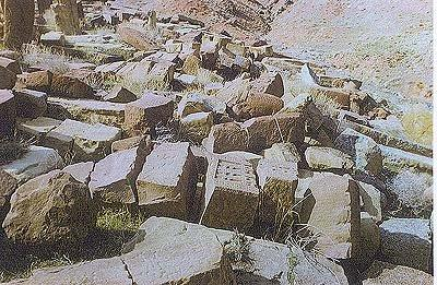 Уничтожается крупнейшее собрание армянских хачкаров