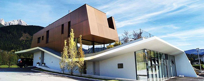 Проект m.u.k., Австрия; архитектор DI Andreas Hörl & DI Robert Reichkendler, Mahore architekten; материал Max Compact Exterior F- Quality, декор AUTN Authentic Natura