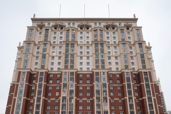 Фрагмент фасада по Дальневосточному проспекту. Жилой комплекс «Ренессанс»