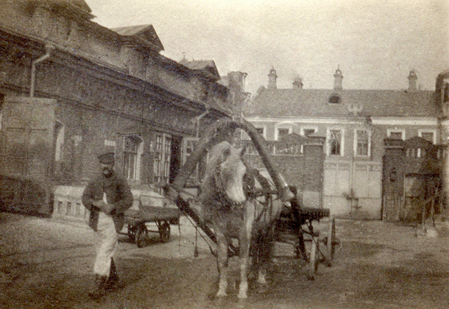 Фабрика Григорьева. Вид из двора на ворота