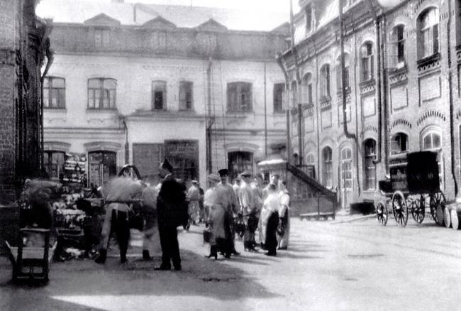 Фабрика Григорьева. Вид от въездных ворот,  1910