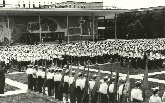 Дворец пионеров на Ленинских горах. Парад открытия 1-го июня 1962 г.