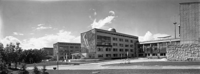 Дворец пионеров на Ленинских горах. Панорама паркового фасада