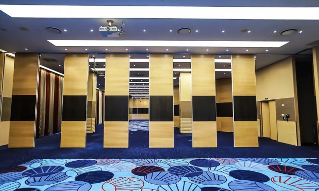 Раздвижные стены Parthos. Конгресс-центр Park Inn by Radisson в Санкт-Петербурге