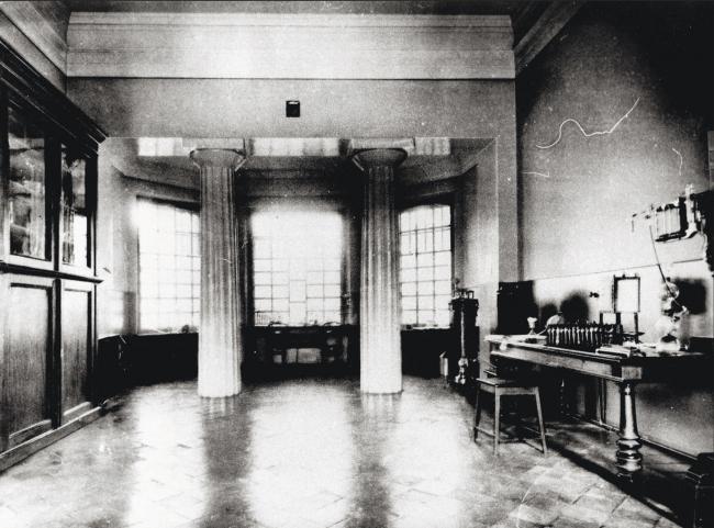 Здание Бактериологической станции В. К. Феррейна. Интерьер центрального зала. 1895г.