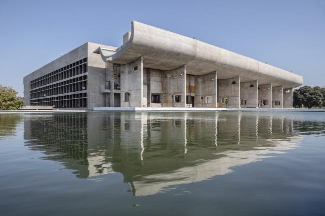 Здание парламента. Ле Корбюзье. 1951–1965