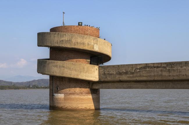Башня на озере Сукна. Пьер Жаннере. 1960