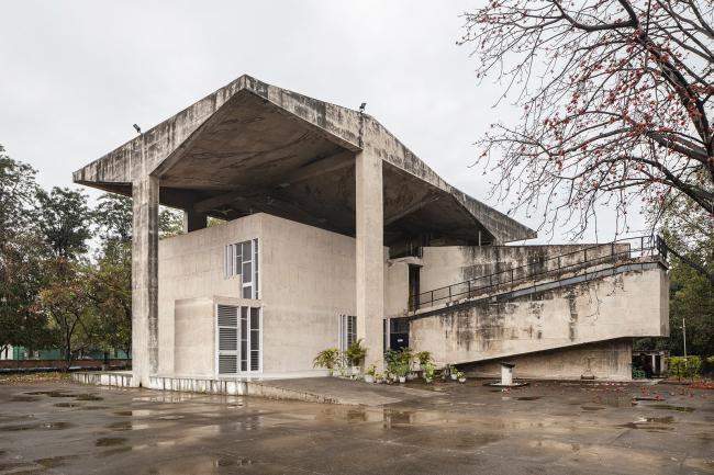 Чандигархский музей архитектуры. Шивдатт Шарма. 1997. Проект создан под влиянием Цюрихского павильона Ле Корбюзье