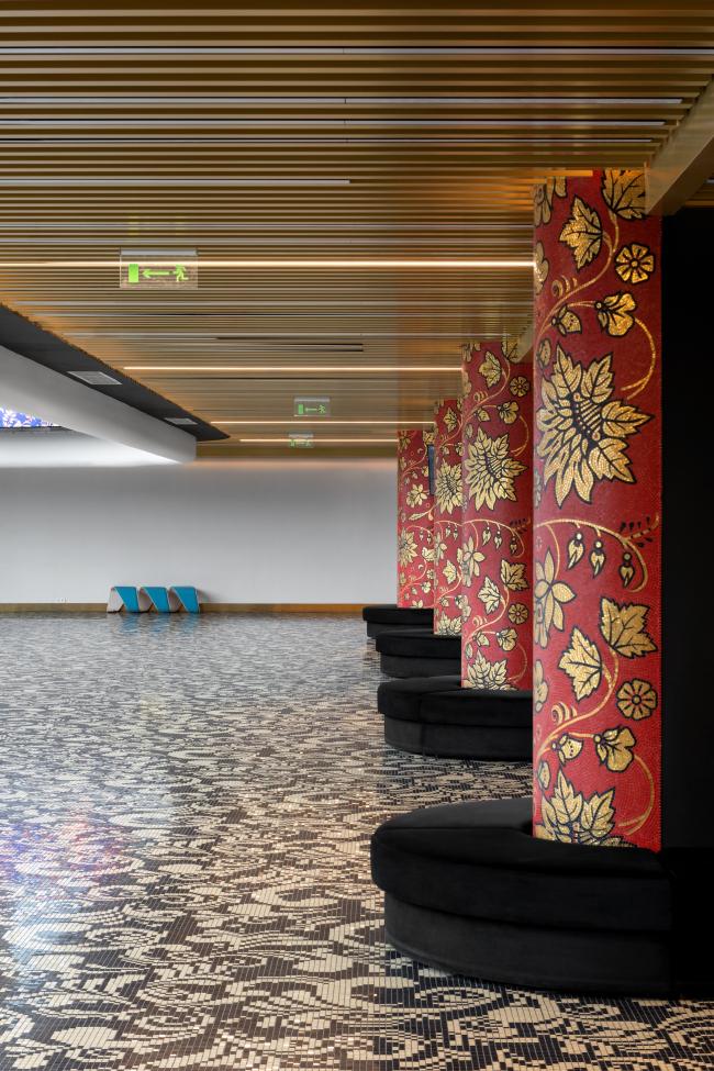 Центр художественной гимнастики имени Ирины Винер-Усмановой в Лужниках. Реечный потолок из алюминия Sevalcon,  коллекция GOLD цвет TEMPLE GOLD