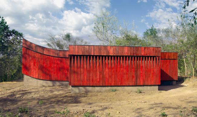 Южный фасад. Благотворительная клиника в Никарагуа