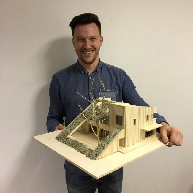 Автор проекта Никита Капитуров с макетом Горки Дома