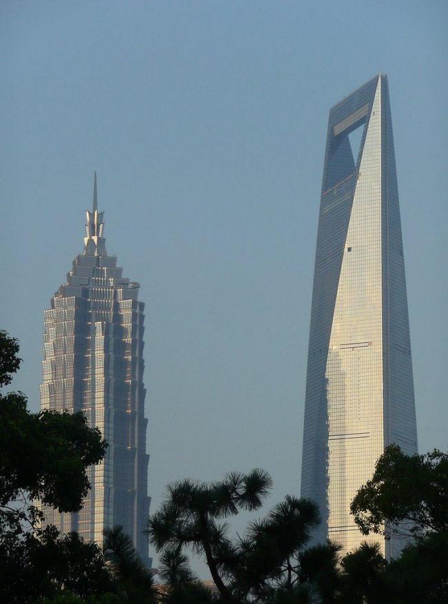 Шанхайский Всемирный финансовый центр. Рядом - башня Jin Mao бюро SOM
