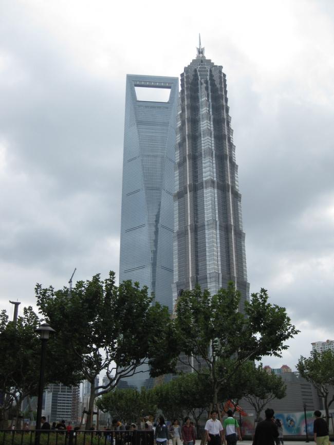 Шанхайский Всемирный финансовый центр. Рядом - башня Jin Mao бюро SOM. Фото: Mike Beltzner via flickr.com. Лицензия CC BY-SA 2.0