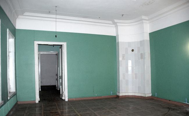Проект реставрации усадьбы А.П. Сытина. Интерьер центрального помещения первого этажа. Фото до начала реставрации 2016 год