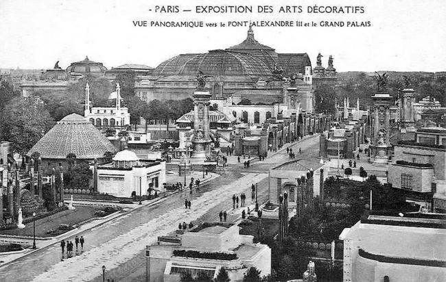 Вид на павильоны 1925 года в сторону моста Александра III и Большого Дворца