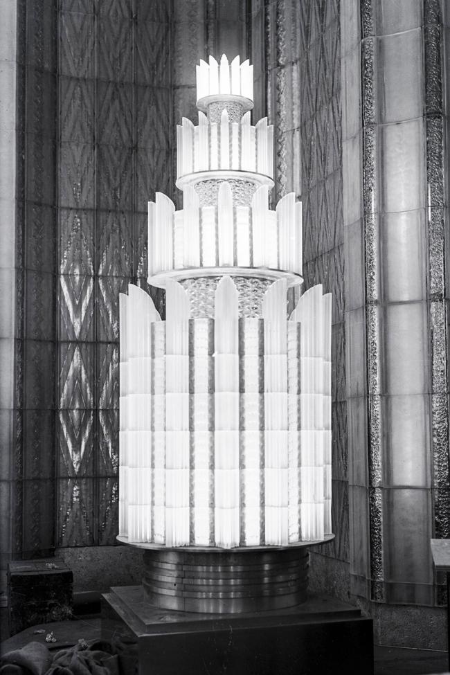 Пирамидальные люстры в ресторане лайнера «Нормандия», Р. Лалик, 1935