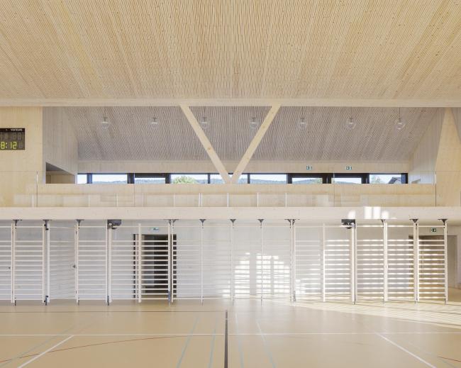 Спортивный и общественный зал в Ле-Во